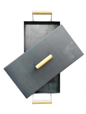 Plancheta con tapa y agarres de madera